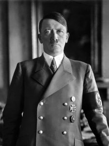 Adolf Hitler / Bundesarchiv, Bild 183-H1216-0500-002 / CC-BY-SA